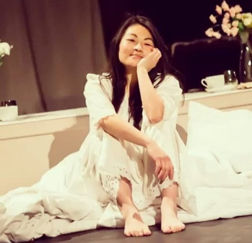 Jung Sun den Hollander in Bed Peace